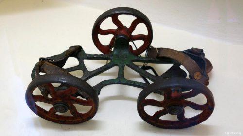 Antiker Rollschuh aus Amerika mit drei Rädern