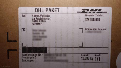 Internet-Bestellfahrrad aus dem Karton selbst montieren