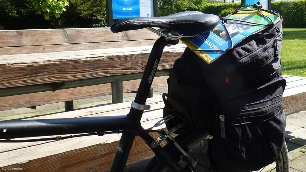 Gepäck am Fahrrad auf dem Emsradweg
