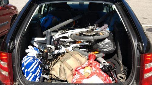 Skoda Fabia 6Y Combi mit zwei Fahrrädern im Gepäckraum