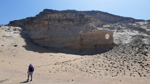 Loch im Fels geformt vom der Natur