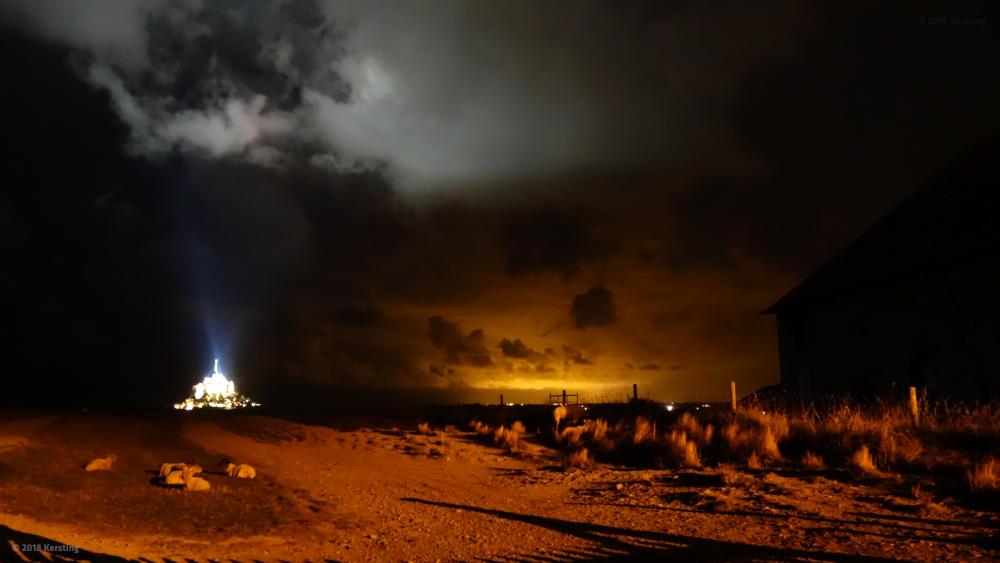 Mont-Saint-Michel bei Nacht - Langzeitbelichtung
