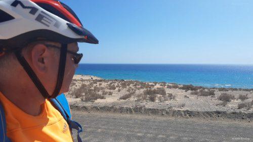 MTB Wellblechpiste und blaues Meer