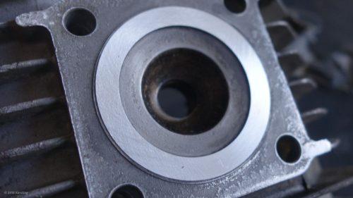 Zylinderkopf mit der Hand ohne Maschine geplant