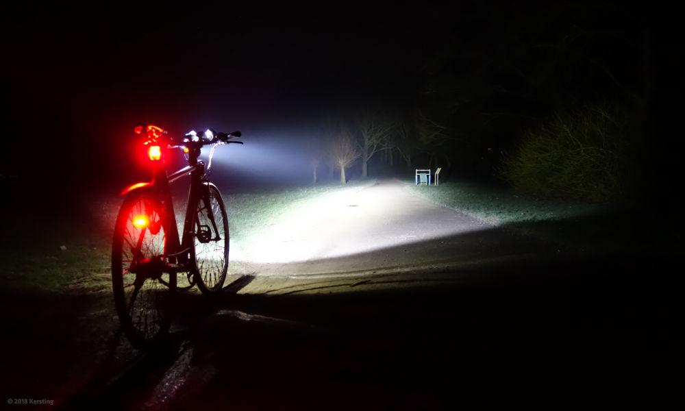 Thorfire BL02 Scheinwerfer in der Nacht
